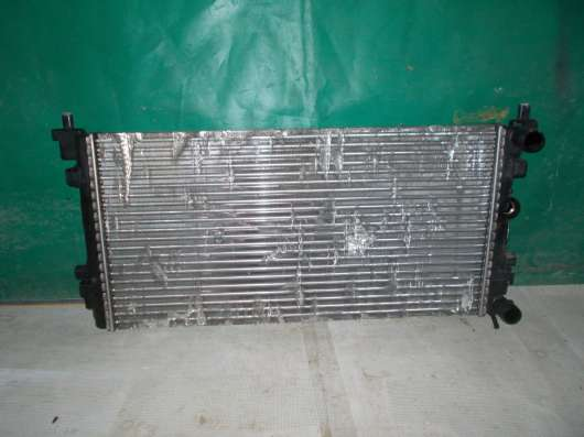 Радиатор охлаждения Volkswagen Polo
