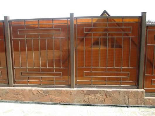 Заборы из профлиста, кованные, комбинированные, с имитацией