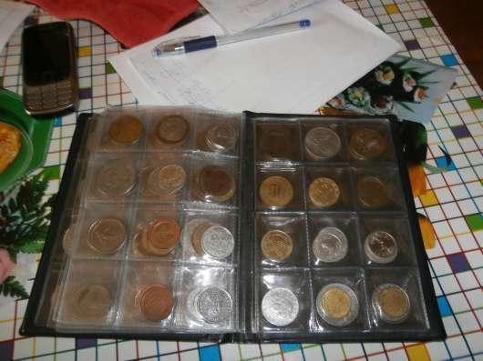 Продаю марки и монеты. За весь альбом монет-2000 руб