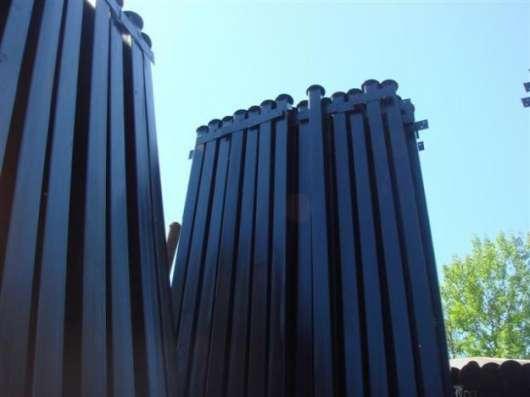 Столбы с заглушкой сверху от попадания влаги, грунтованные о