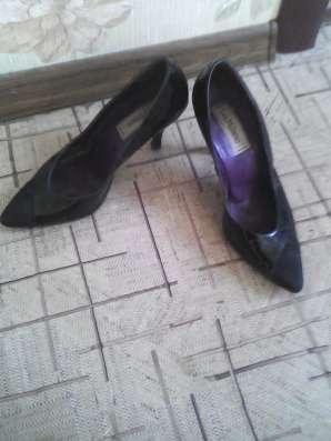 Две пары туфель на каблуке чёрного цвета.38 размера в г. Самара Фото 1