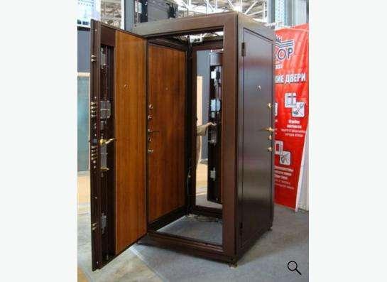 Двери металлические межкомнатные, ламинат.