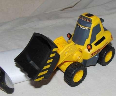 Трактор на радиоуправлении с ковшом новый