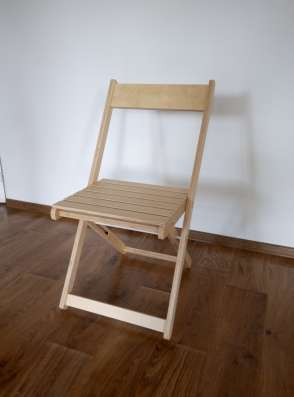Складные стулья, вешалки