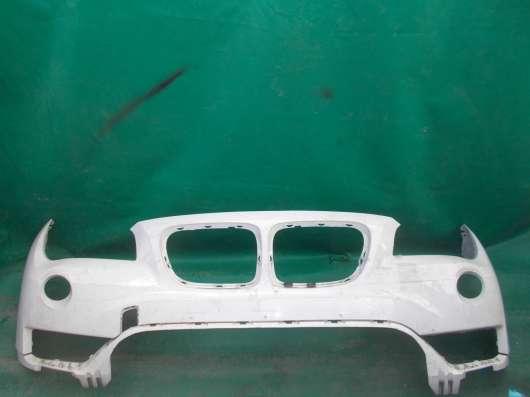 Белый передний бампер на BMW X1