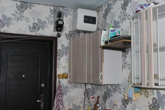 комнату в гостинице в центре Маймы
