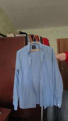 Рубашки и брюки-джинсы