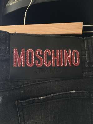 Джинсы новые moschino