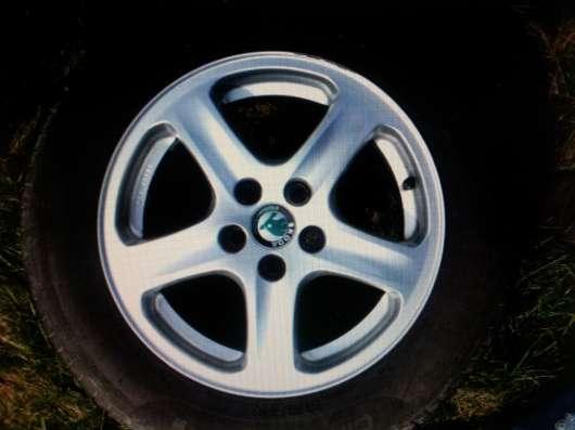 Продаю комплект шин и дисков б/у для SKODA OCTAVIA А 4