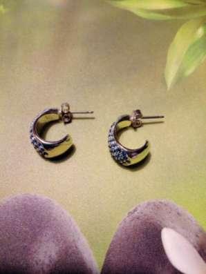 Пусеты-гвоздики с камушками