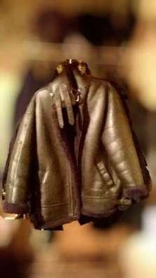 Кожаная куртка коричнева