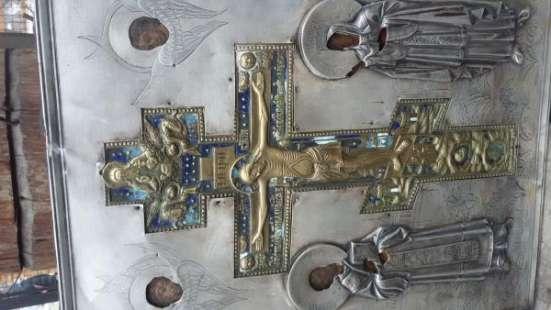 Старинную икону в серебряном окладе, Распятие(бронза эмаль)