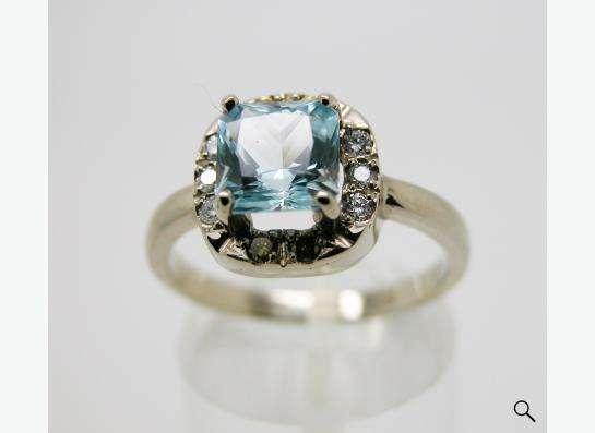Золотое кольцо с принцессой Топаза и бриллиантами.