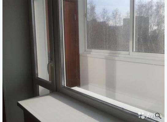 Продам балконную новую дверь с окном